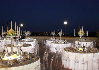 Matrimonio in terrazza di notte